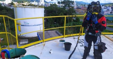 Sete reservatórios de água de Camboriú passam por nova limpeza com a ajuda de mergulhadores